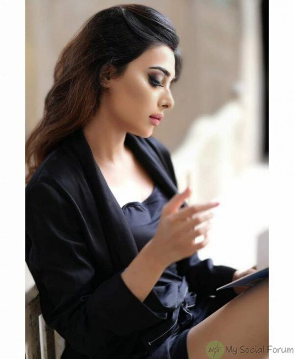 bold photoshoot of eshal fayyaz