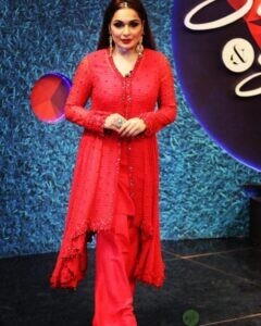 Actress Meera naked back