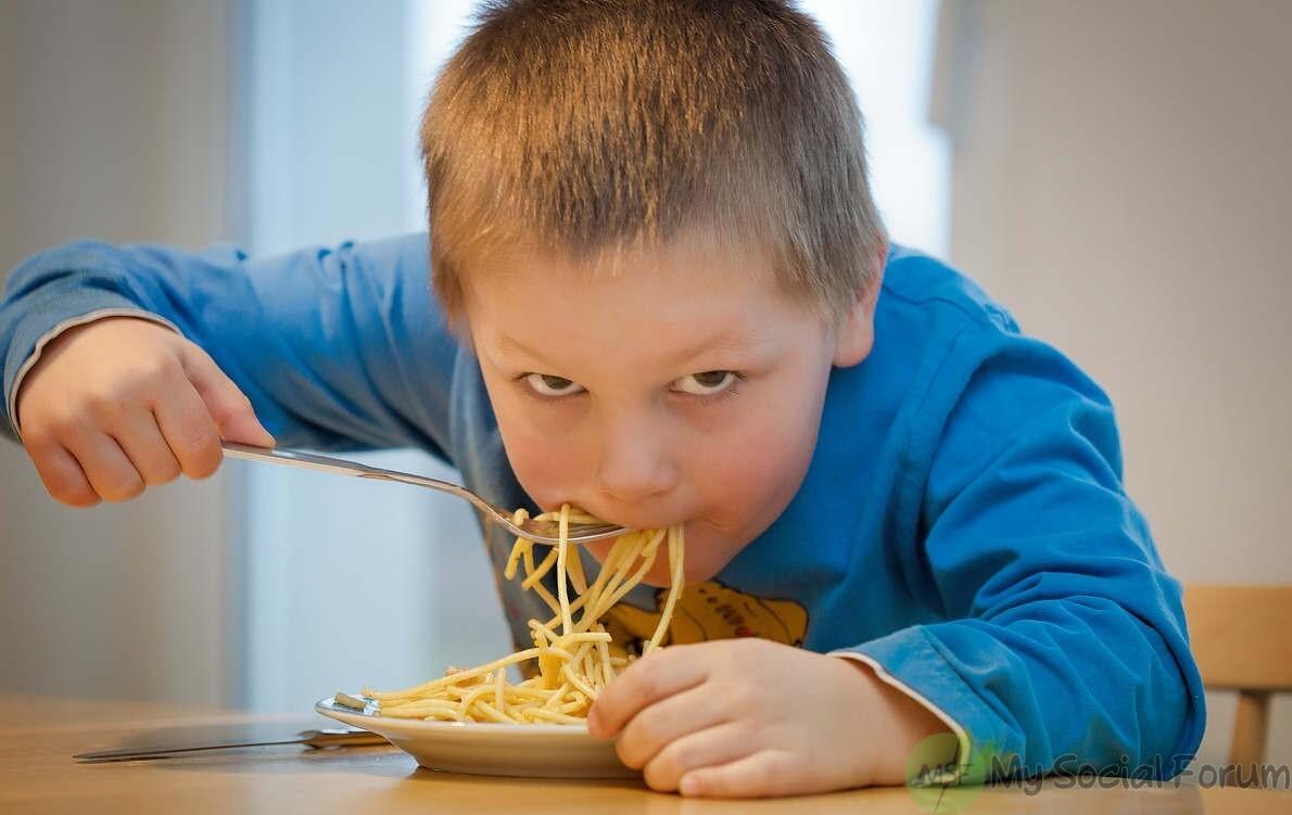 نوڈلز کھانا صحت کے لئے نقصان دے ہےے