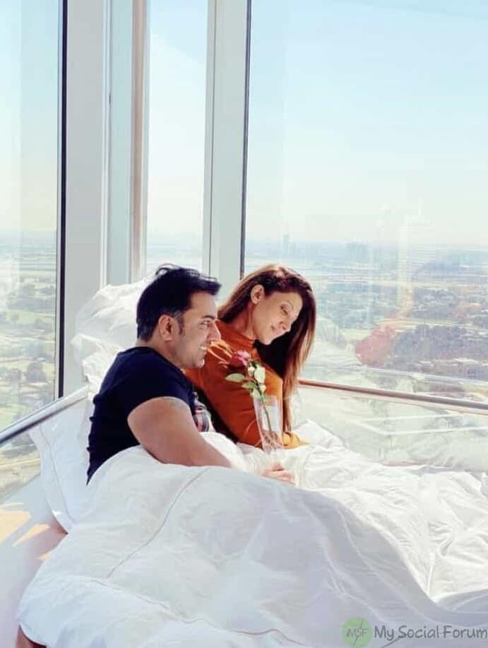 Sana fakhar kissing on bed